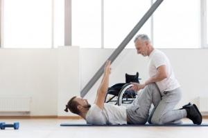 Krachttraining is gericht op verbeteren en/of onderhouden van spierkracht zo nodig met aangepaste apparatuur en/of hulpmiddelen.
